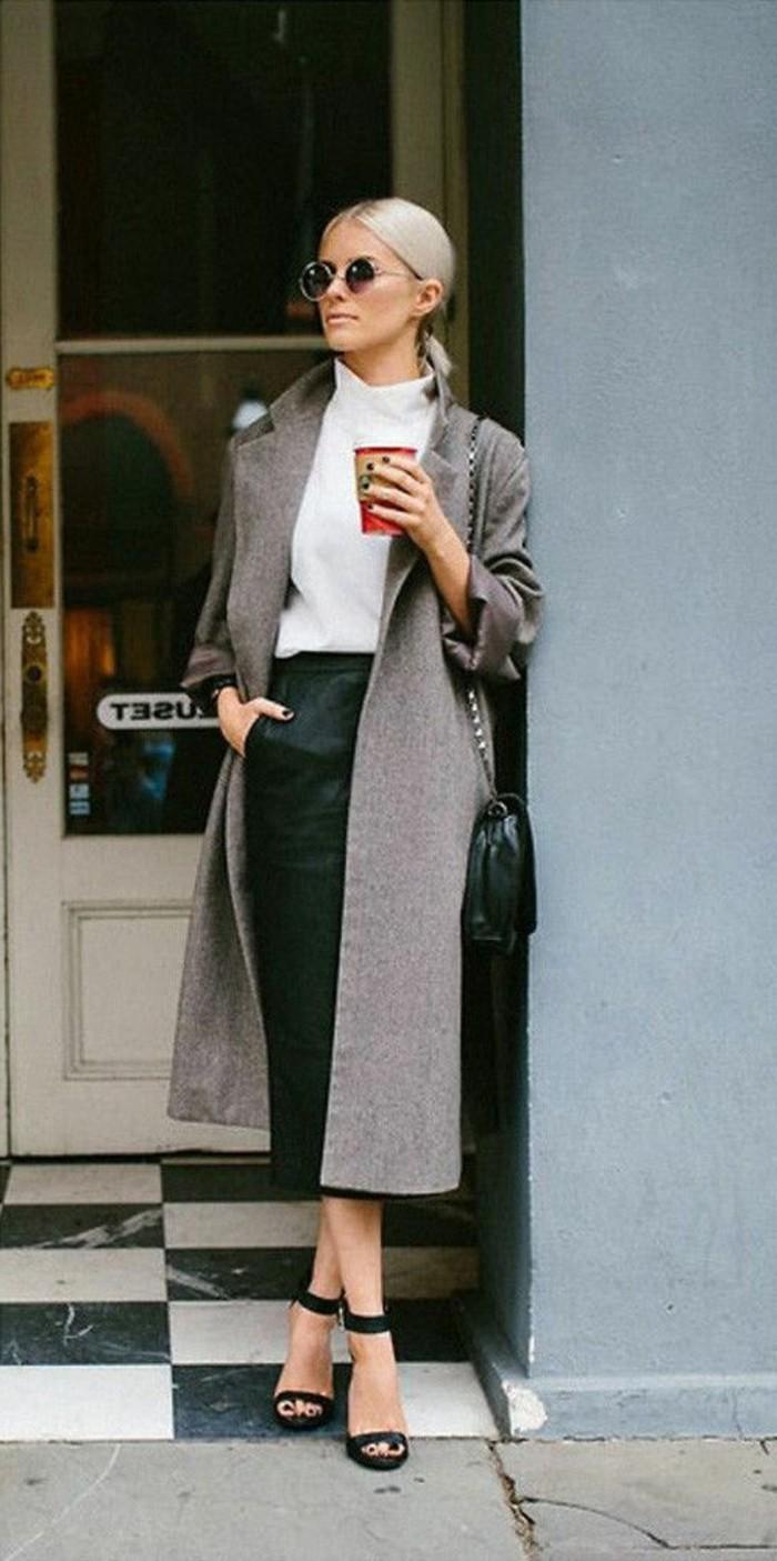 business-kleider-grauer-mantel-weise-bluse-schwarzer-rock-hohe-schwarze-schuhe-braune-sonnenbrille
