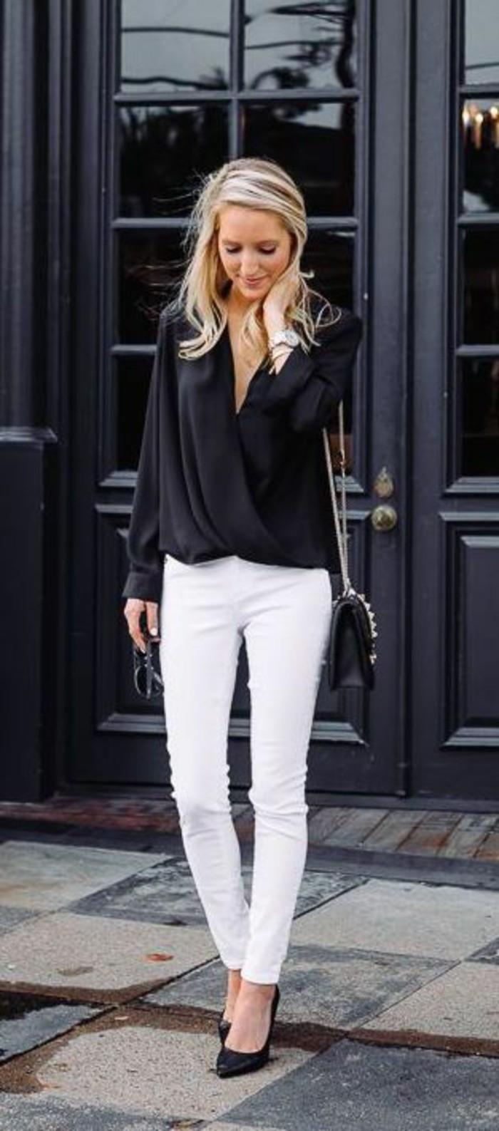 business-kleider-interessante-schwarze-bluse-weise-hose-kleine-schwarze-tasche-hohe-schwarze-schuhe