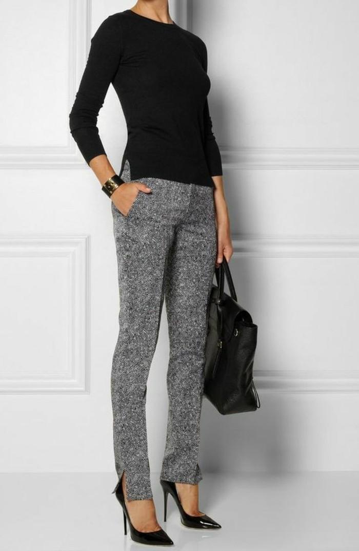 business-kleider-schwarze-bluse-elegante-graue-hose-grose-schwarze-tasche-hohe-schwarze-schuhe