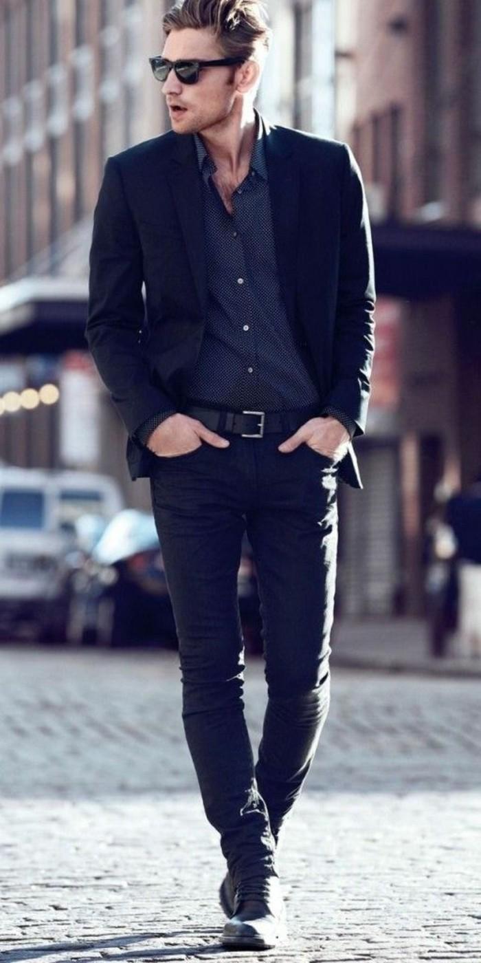 business-kleider-schwarzer-anzug-schwarze-sonnenbrille-graues-hemd