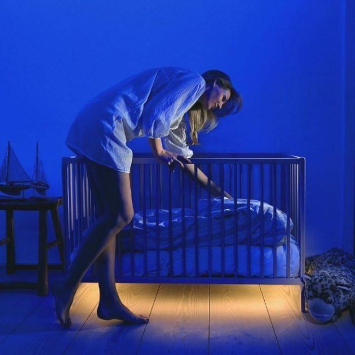 diskreteslichtschlafzimmer-babyzimmer-lichtunterdembett-miniledlicht-lichtkunst