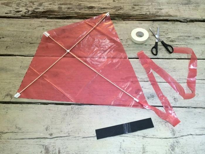 drachen-bauanleitung-drachen-bastelset-in-roter-farbe