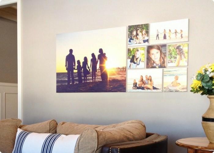 Familienportat Ganze Wand Gelbe Blumen Holztisch Brauner Sofa