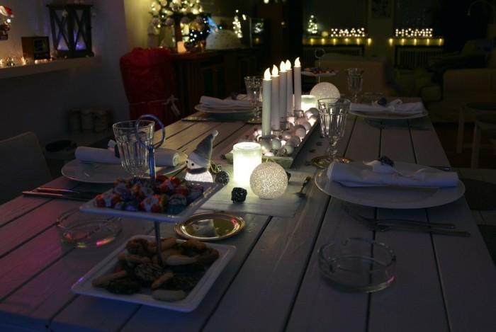 Ideen FUr Tischdeko Mit Holz ~ Tischdeko mit künstlichen Kerzen und Tischsets