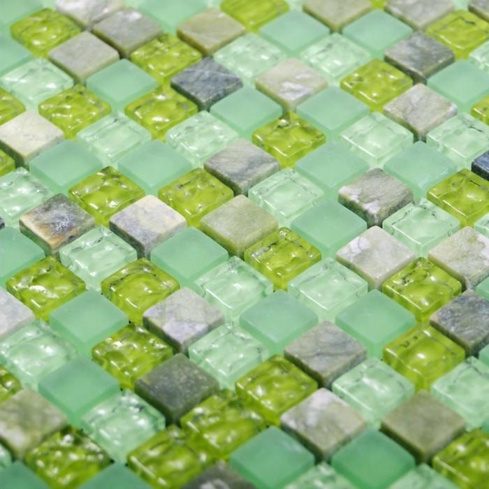 fliesen-verlegen-im-bad-grune-mosaik