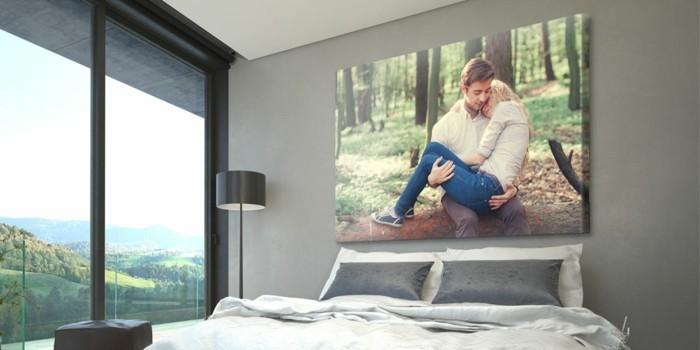 foto-xxl-schlafzimmer-lein-natur-gebirge-fenster-doppelbett-weis-grau