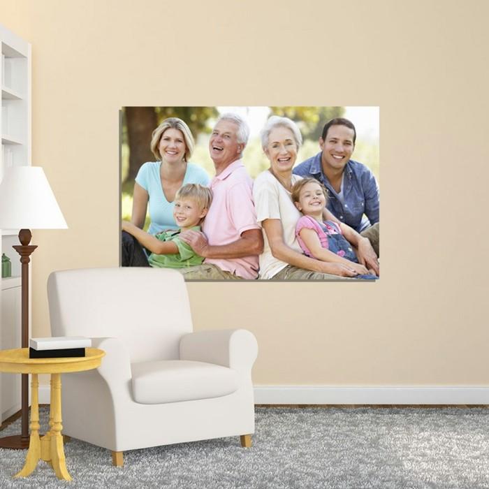 fotocollage-auf-leinwand-fotoleinwande-familienidylle-holztisch-weise-couch-stehlampe-regal