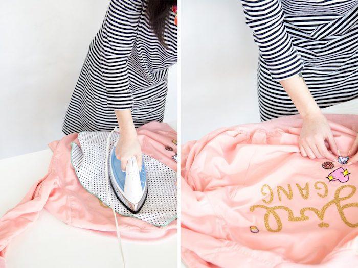 Rosafarbene Jacke selbst bedrucken, goldene Aufschrift Girl Gang und süße Applikationen