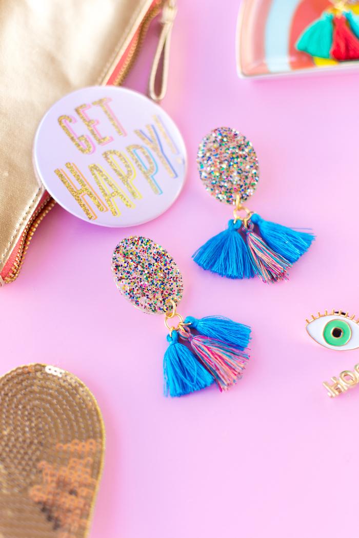 Glitter Ohrringe selber basteln, Anleitung Schritt für Schritt für selbstgemachtes Geschenk zum Muttertag