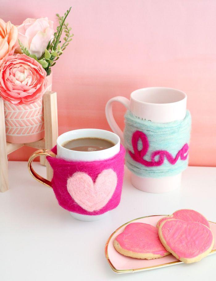 Tassen mit Watte verzieren, DIY Idee für schönes personalisiertes Geschenk, Herz und Aufschrift LOVE