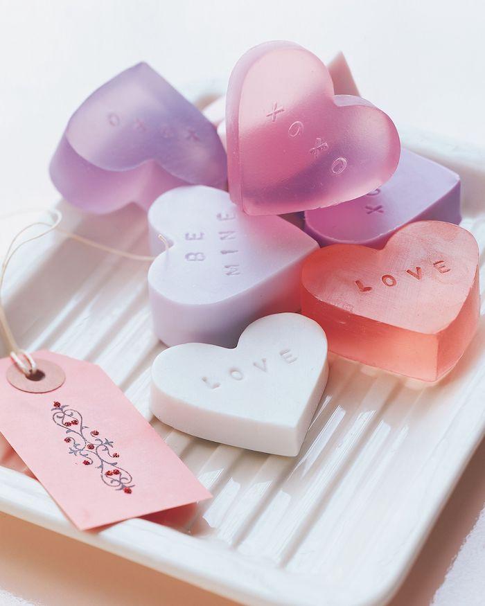 Herzförmige Seifen selbst herstellen, DIY romantisches Geschenk zu jedem Anlass