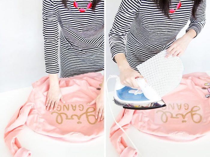 Rosafarbene Jacke selbst bedrucken, das Motiv mit Bügeleisen fixieren, Glitter Aufschrift