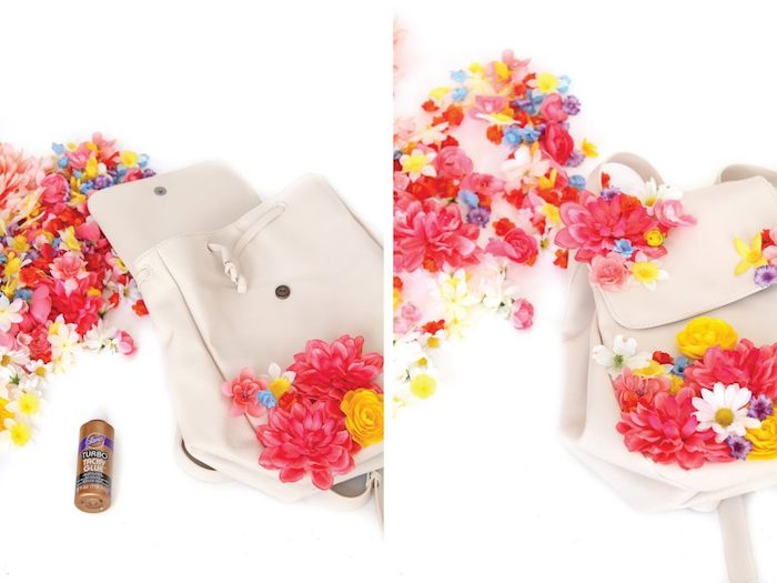 Weißen Rucksack aus Leder mit künstlichen Blumen dekorieren, leichte DIY Idee für kreatives Geschenk