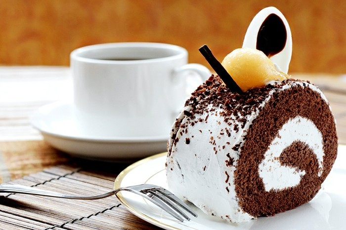 glutenfreier-kuchen-gesund-kuchen-mit-kaffee-deko-sus