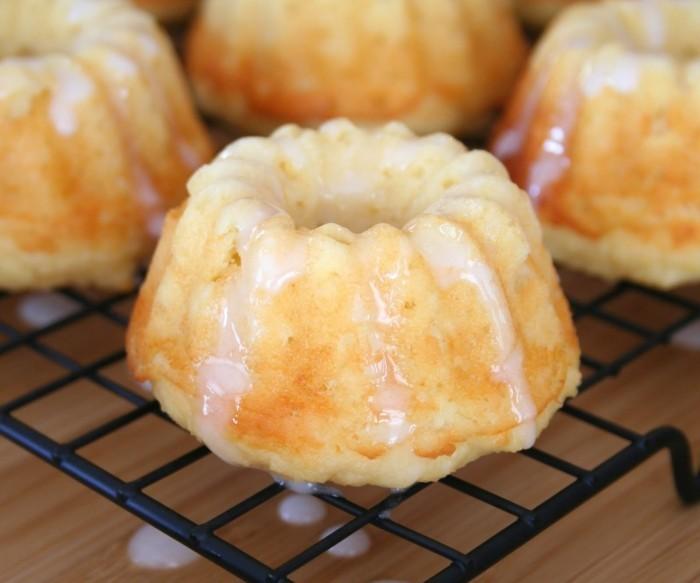glutenfreier-kuchen-gesunde-muffins-glutenfreier-kuchen-klein-mit-fondant-glasieren