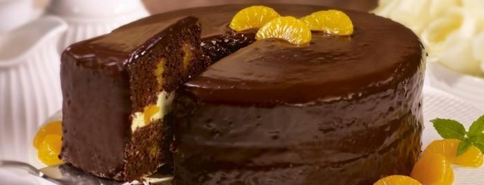 glutenfreier-kuchen-glutenfrei-schoko-torte-dekorieren