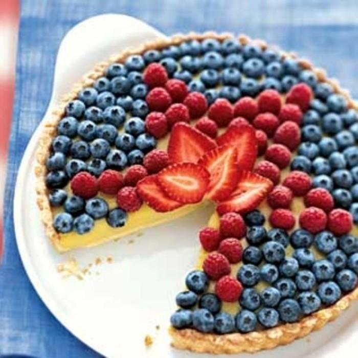glutenfreier-kuchen-glutenfrei-und-vegan-blaubeeren-und-erdbeeren-stern