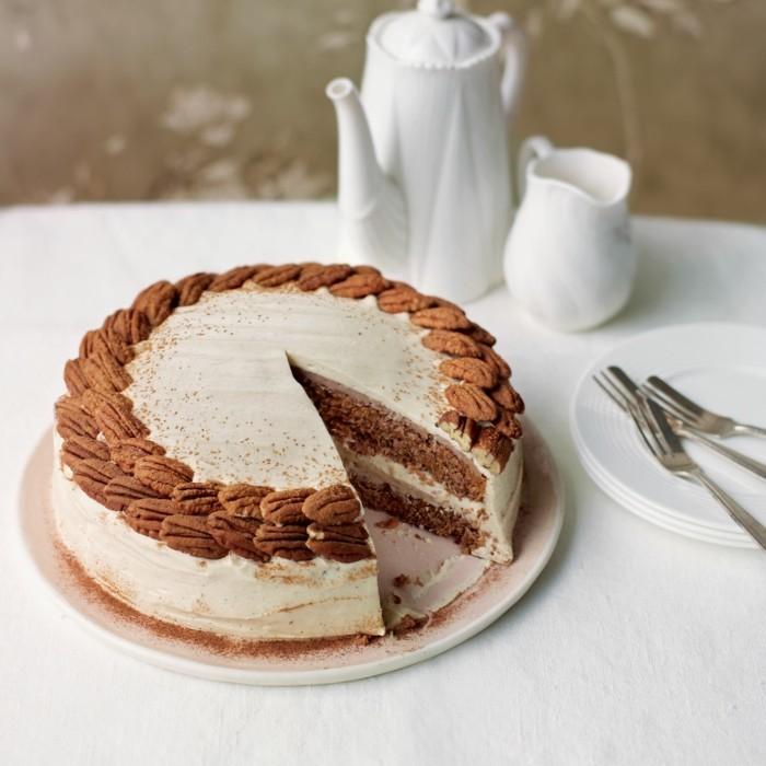 glutenfreier-kuchen-glutenfreie-kuchen-creme-sahne-walnusse