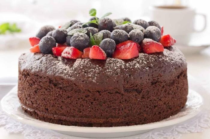 glutenfreier-kuchen-glutenfreie-kuchen-obst-blaubeeren-schoko