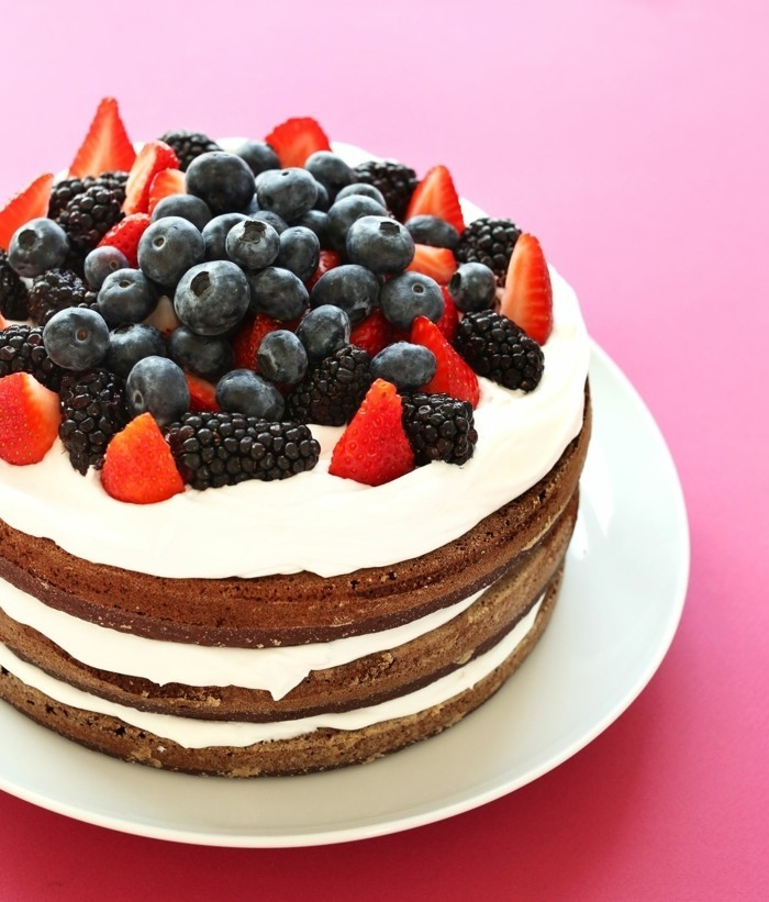 glutenfreier-kuchen-glutenfreie-torte-dekorieren-beeren