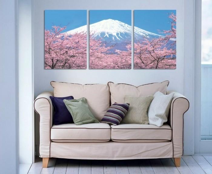 himalaja-kirschen-baum-kleiner-sofa-bunte-kissen-helle-farben