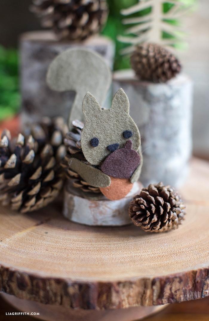 inspiration bastelideen für kinder eichhörnchen aus tannenzapfen und filz dekoration ideen herbst eichhörnchen basteln inspo