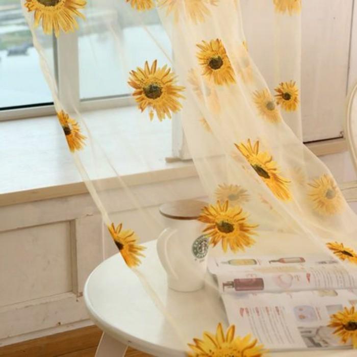 kuchengardinen-transparent-mit-blumen-motiven