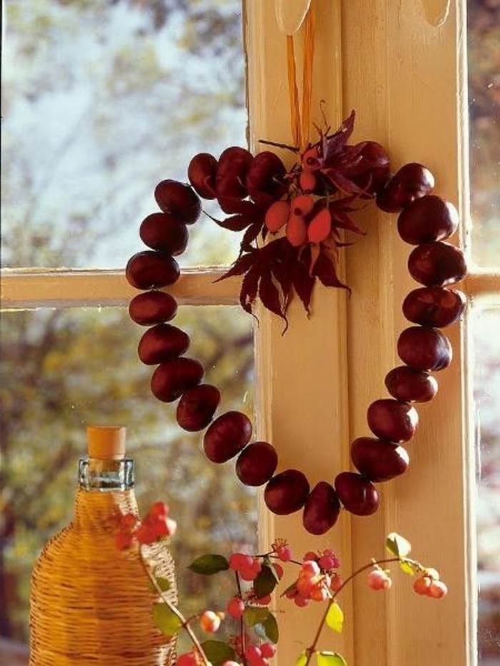 Basteln mit kastanien etwas lustiges im herbst - Fensterdeko zum hangen ...