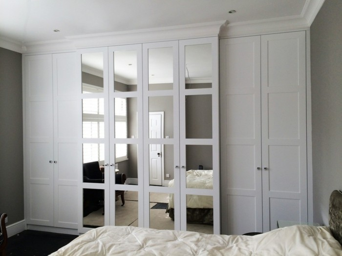 kleiderschrank mit spiegel 49 ideen f r ihre einrichtung. Black Bedroom Furniture Sets. Home Design Ideas