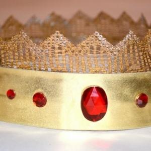 Krone basteln - hier finden Sie 40 Ideen für die kleinen Adligen