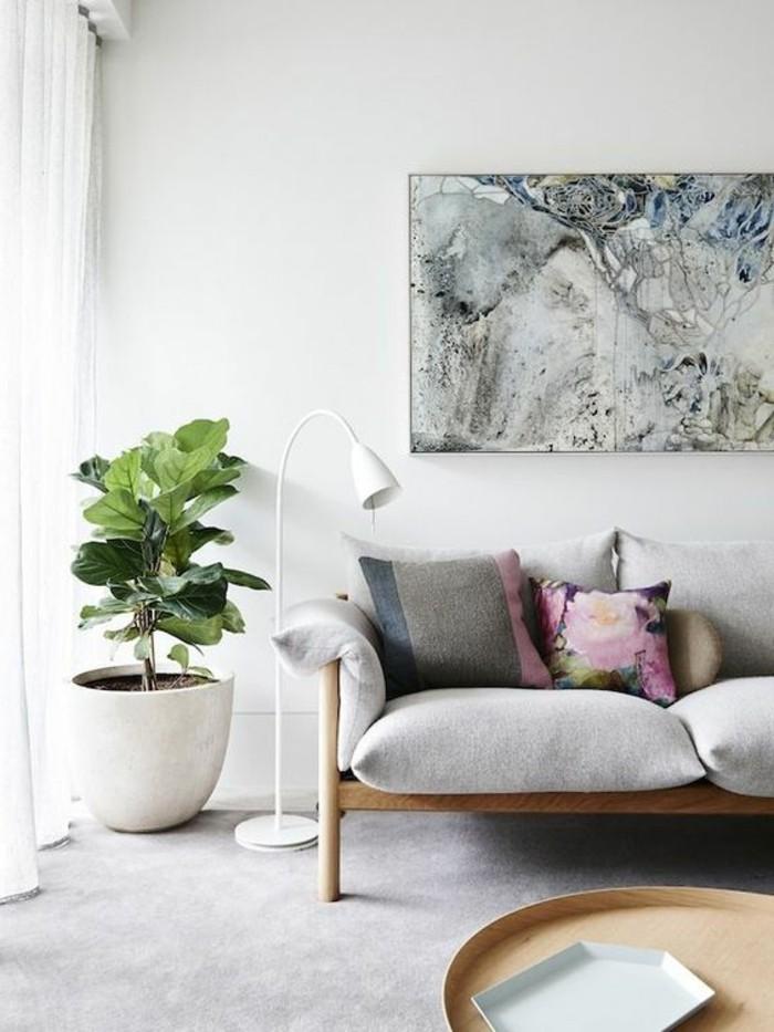 leinwandbilderxxl-wunderschones-wohnzimmer-holzcouch-kissen-blumen-streifen-holztisch-lampe-pflanze
