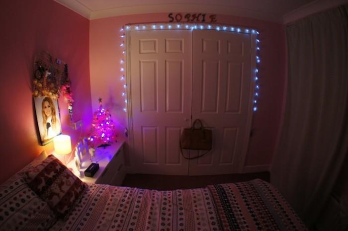 licht-an-der-tur-teenager-schlafzimmer-blaues-licht-weihnachtslichter-nachtlampe