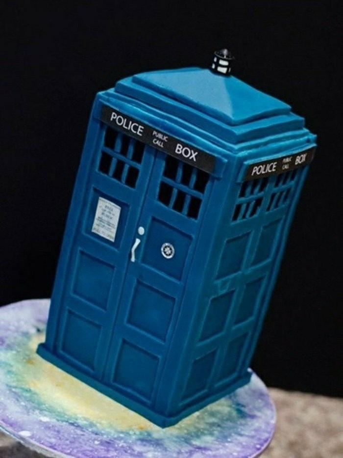 motivtorten-selber-machen-fondant-torte-polizei-blaue-torte