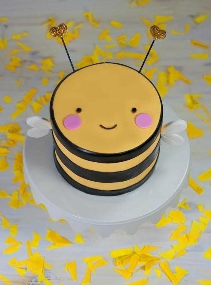 motivtorten-selber-machen-motivtorte-biene-schone-fondant-torte