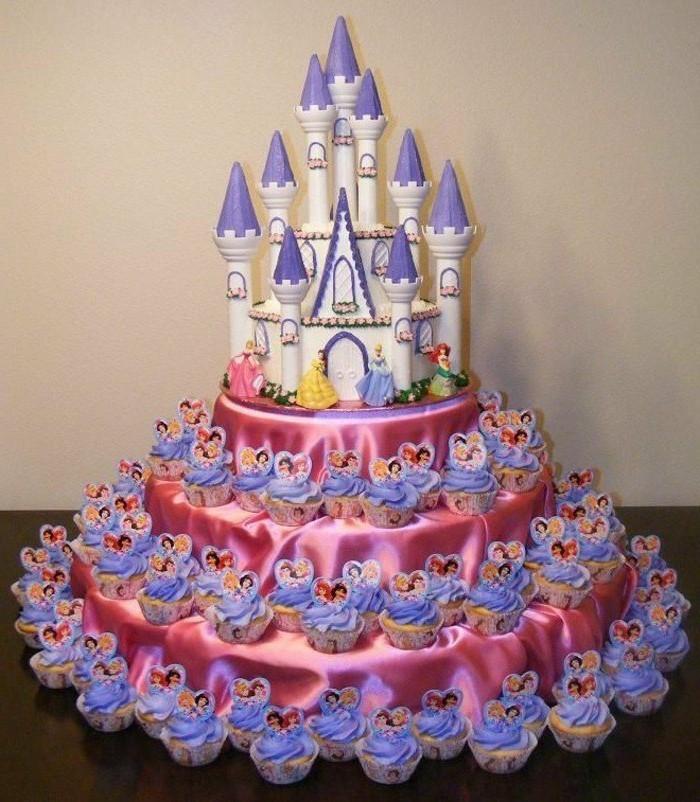 motivtorten-selber-machen-schloss-prinzessinen-muffins-dekorieren-rosa-und-lila