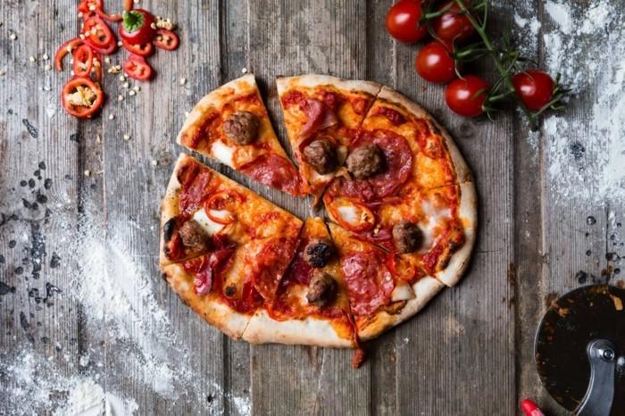 pizzaofen-selber-bauen-eine-leckere-italienische-pizza-backen