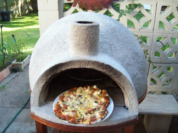 pizzaofen-selber-bauen-eine-leckere-pizza-backen
