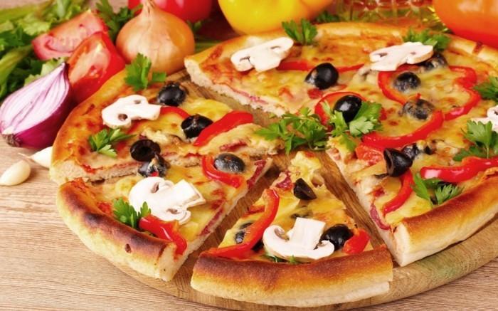 pizzaofen-selber-bauen-eine-pizza-backen