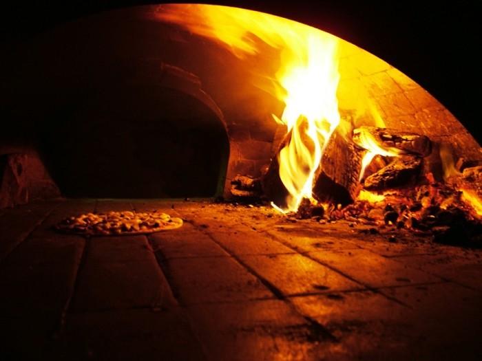 pizzaofen-selber-bauen-einen-pizzaofen-backen