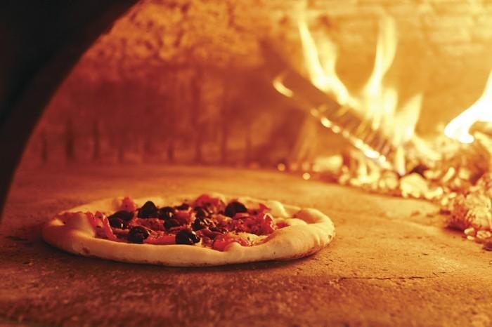 pizzaofen-selber-bauen-pizza-und-ein-pizzaofen