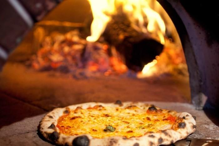 pizzaofen-selber-bauen-wollen-sie-eine-italienische-pizza-selber-machen