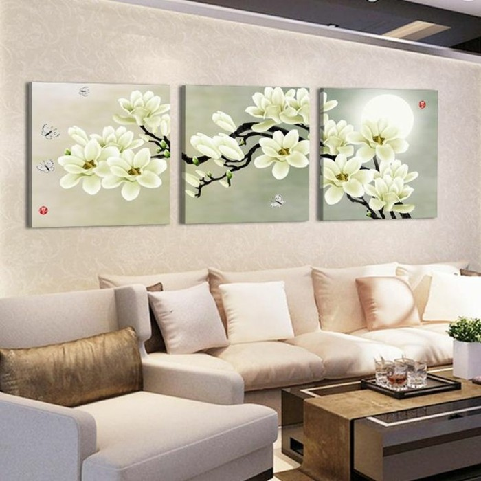 schickes-wohnzimmer-mit-leinwandbildxxl-collage-blumen-couch-sofa-weis-beige-gold