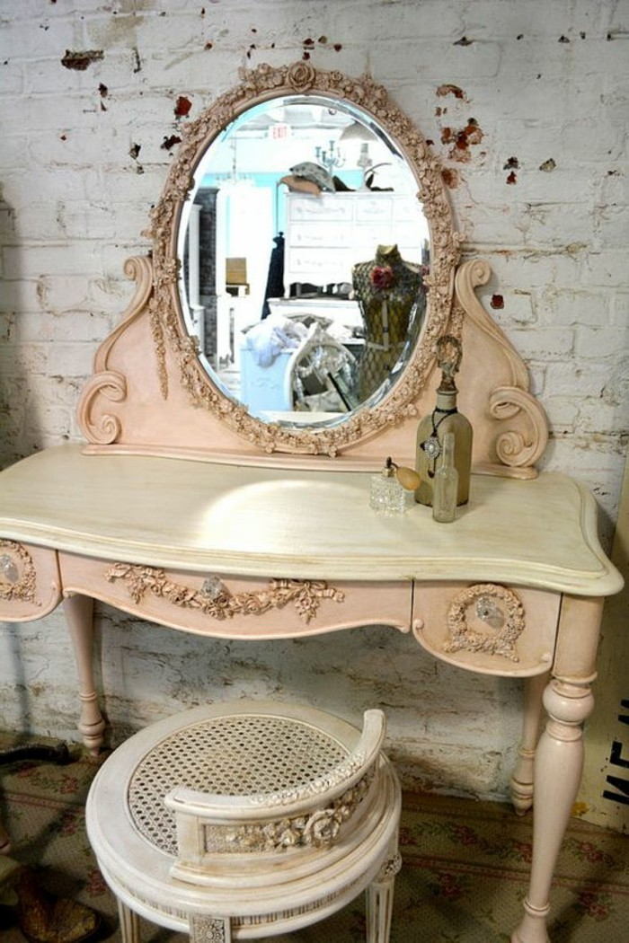 schminktisch-frisiertisch-mit-spiegel-mit-rosa-rahmen-kleiner-stuhl-retro