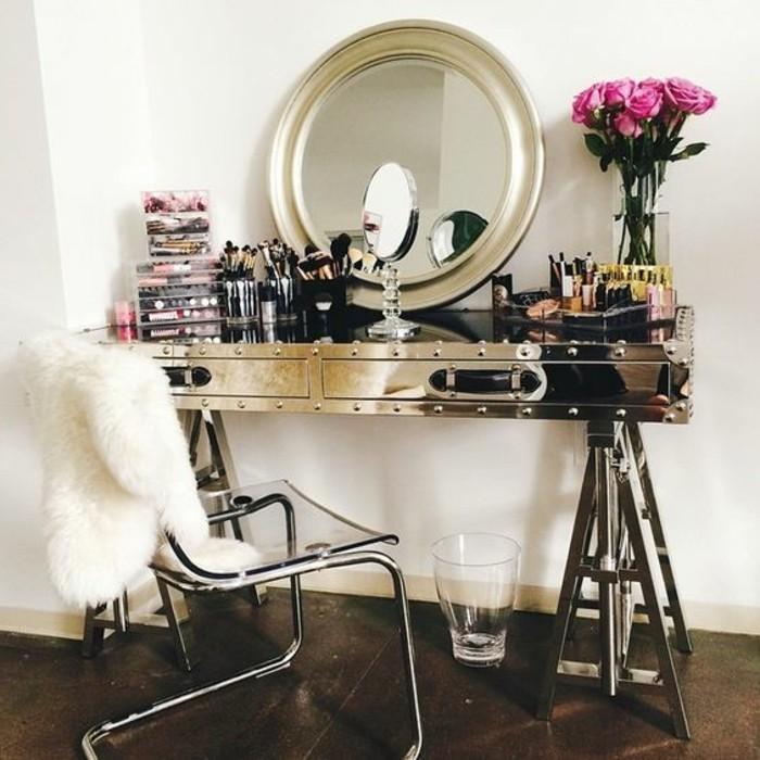 schminktisch-frisiertisch-mit-spiegel-rosa-rosen-schminken-runde-spiegel