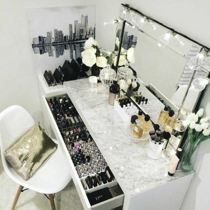 schminktisch-mit-beleuchtung-schminken-parfume-weise-rosen-eckiger-spiegel