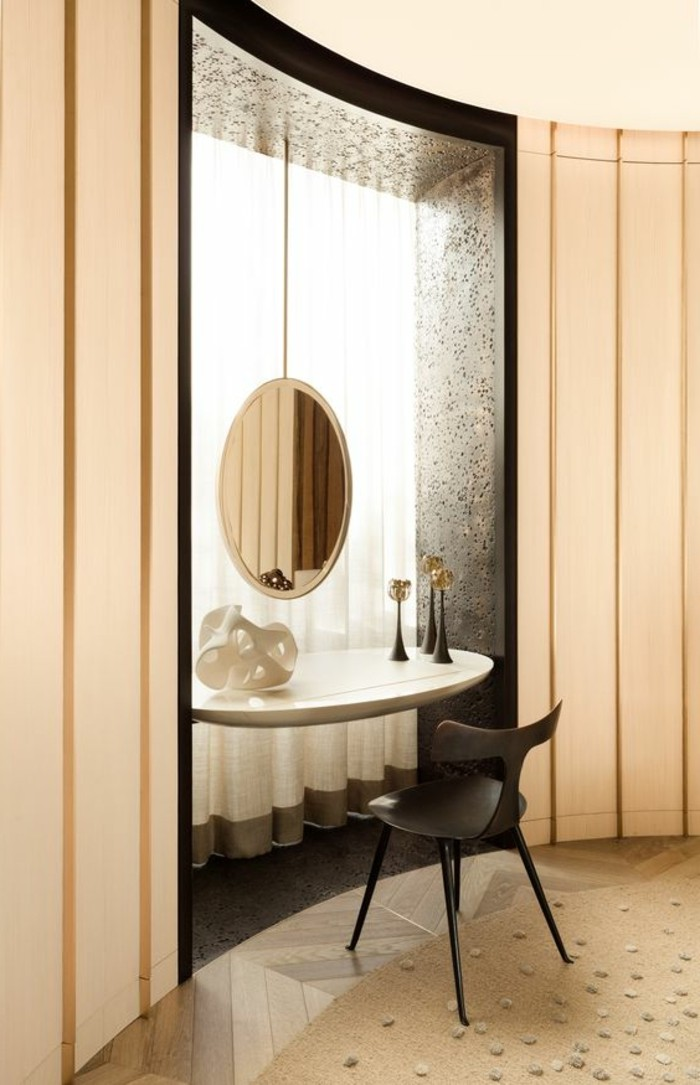 schminktisch-mit-spiegel-schwarzer-stuhl-beige-teppich