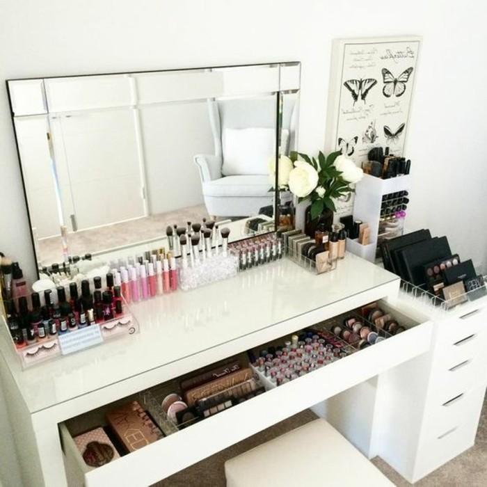 schminktisch-mit-spiegel-sminken-weiser-untertisch