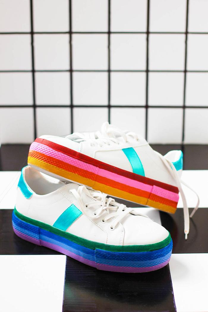 Weiße Sneaker bunt bemalen, DIY Geschenk für Freundin, ausführliche Anleitung