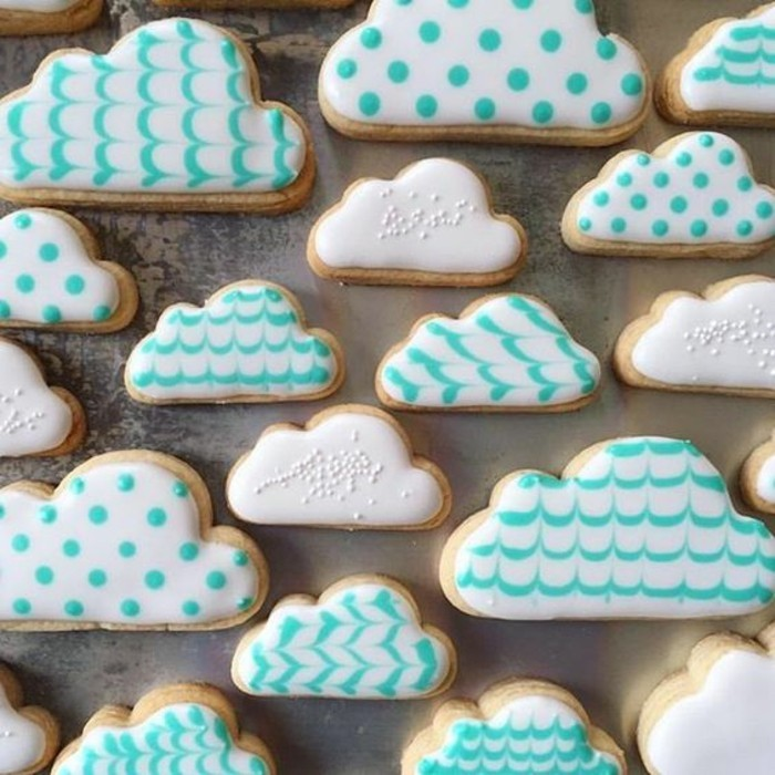 torten-zur-taufe-himmel-kekse-wolken-schone-kekse-zur-taufe