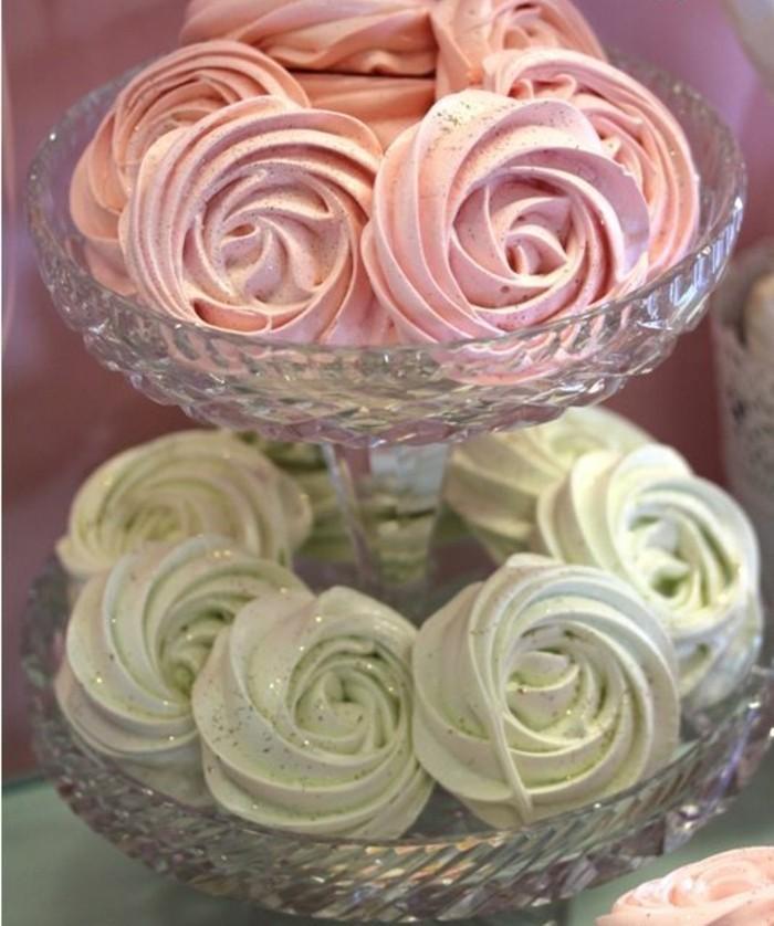 torten-zur-taufe-muffins-rosa-und-grun-zwillinge-taufe